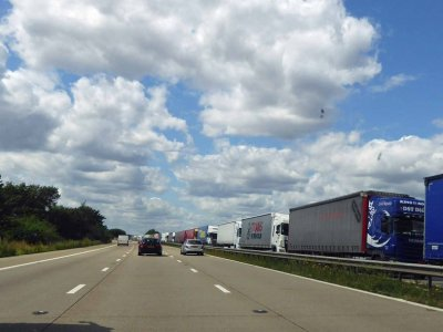 Frankreich probt den Brexit: Sieben Kilometer Stau vor dem Eurotunnel