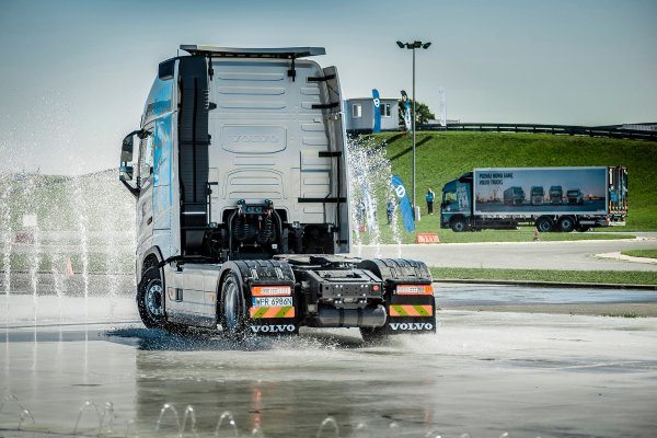 Truck manufacturers bet on development during the pandemic