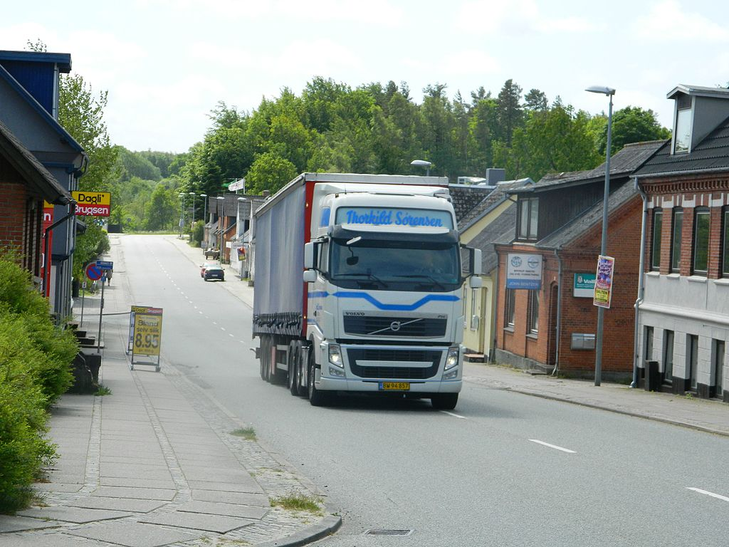 Denmark sets new minimum wage for lorry drivers working in its territory