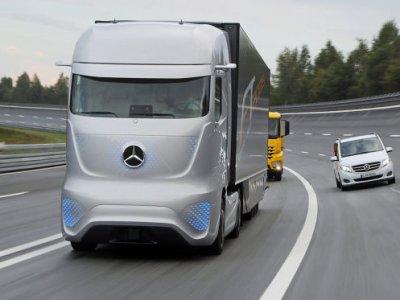 Daimler colaborează cu Waymo pentru a dezvolta camioane integral autonome
