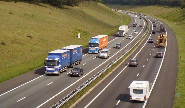 Raport: Mai mult de jumătate din șoferii din Țările de Jos declară că încalcă regulile de condus și