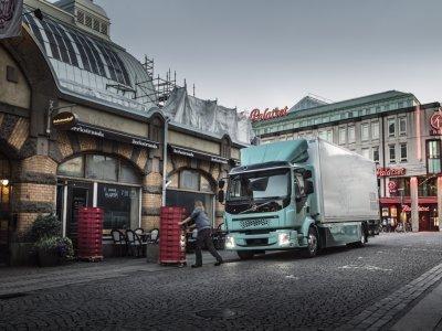 Ab 2021 bringt Volvo Trucks vollelektrische Lkw-Versionen der schweren Baureihenauf den europäischen Markt