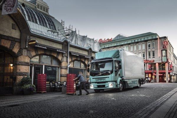 Ab 2021 bringt Volvo Trucks vollelektrische Lkw-Versionen der schweren Baureihenauf den europäische