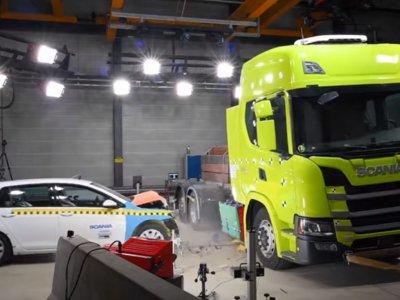 Nézze meg a Scania elektromos teherautójának töréstesztjét