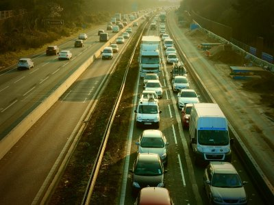 10 Tausend Fahrer in zwei Wochen von Kameras ertappt. Überprüfen Sie, welche Verstöße auf britischen Autobahnen massenhaft festgestellt werden