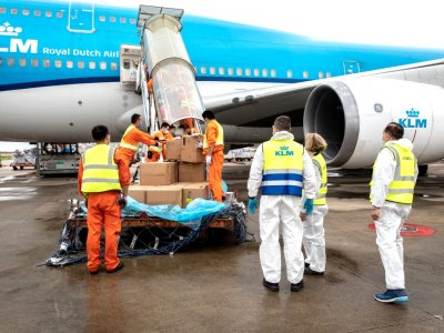 Pfizer będzie wysyłać 20 samolotów ze szczepionkami dziennie, a w Dubaju powstaje potężny hub do jej dystrybucji