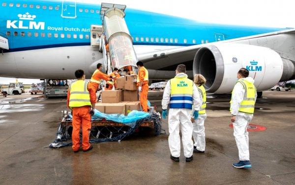 Pfizer będzie wysyłać 20 samolotów ze szczepionkami dziennie, a w Dubaju powstaje potężny hub do jej