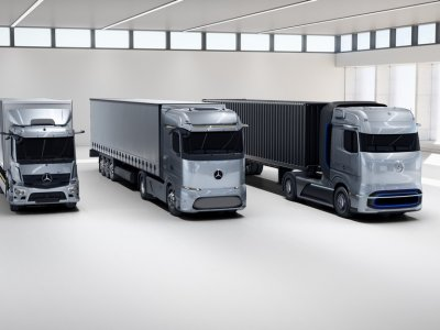 Mercedes Benz scoop 2021 truck innovation award
