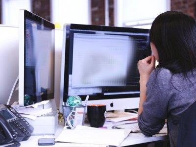 Spedytorka skopiowała listę kontrahentów i użyła jej w nowej firmie. Jak powinien zareagować poprzedni pracodawca?