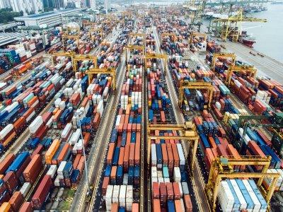 Transport morski z Chin do Europy coraz droższy. Na razie taniej wysłać ładunki pociągiem, ale to się może szybko zmienić