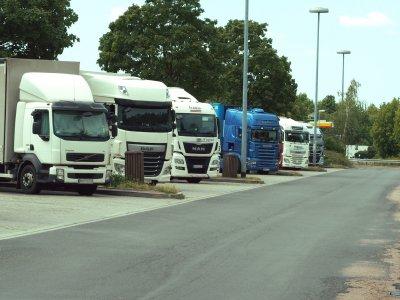Первая немецкая земля ослабляет запреты движения для грузовиков. Причиной является вторая волна пандемии