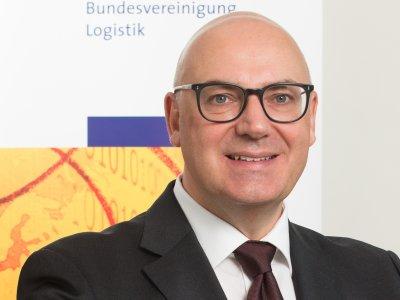 Prof. Dr.-Ing. Raimund Klinkner erhält das Bundesverdienstkreuz