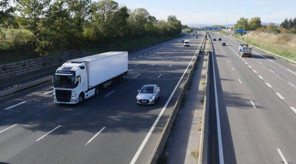 Prancūzija sustabdė savaitgaliais taikomus eismo apribojimus sunkvežimiams, tačiau ne visiems