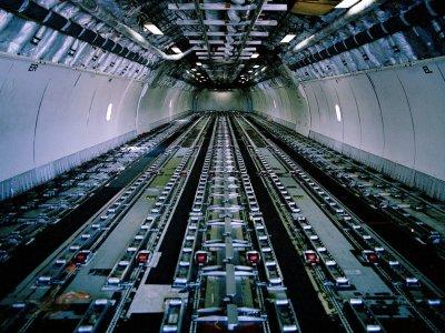 Mit einer neuen Logistiklösung erleichtert Kühne + Nagel den Umbau von Passagier- zu Frachtflugzeugen