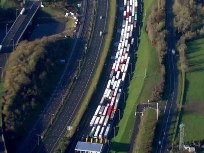 """Painiava Didžiosios Britanijos uostuose. Spūstys prieš Kalėdas ir """"Brexitą"""" bei didžiulis transporto sąnaudų padidėjimas"""