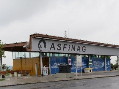 Ausztria: emelik a járművezetők bérét, és ingyenes zuhanyzók lesznek a pályán