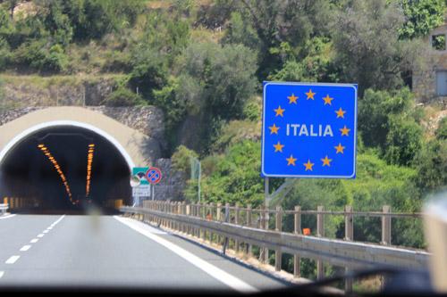 Restricțiile de weekend pentru camioane se aplică din nou în Italia