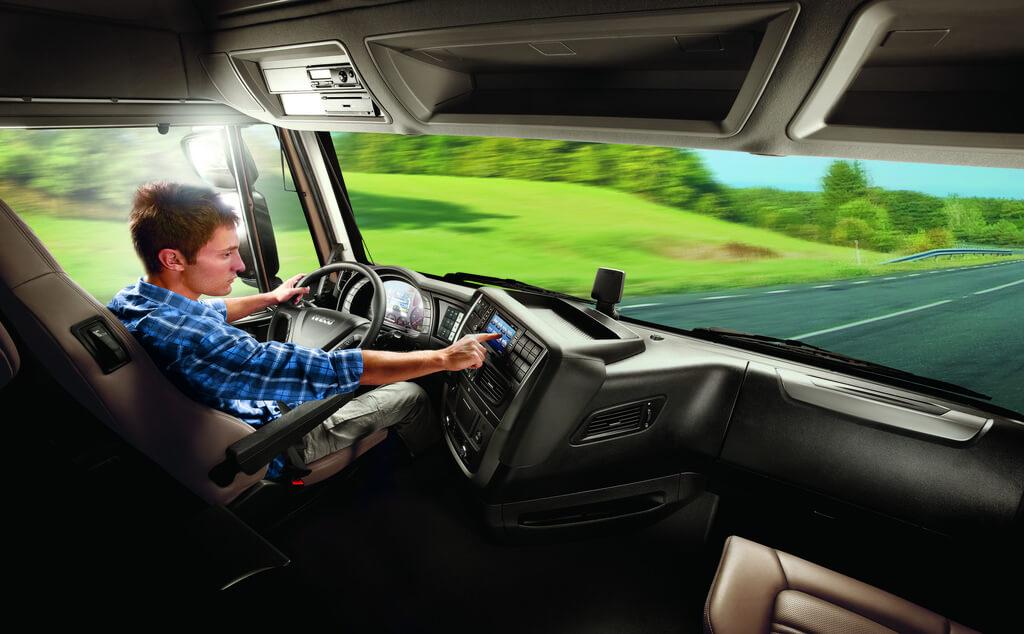 «Компаньон в кабину» от Iveco и Volvo использует технологию Amazon. Чем он поможет водителям?