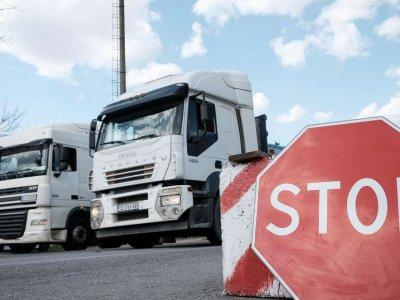 Праздничные запреты на движение грузовиков в феврале и марте