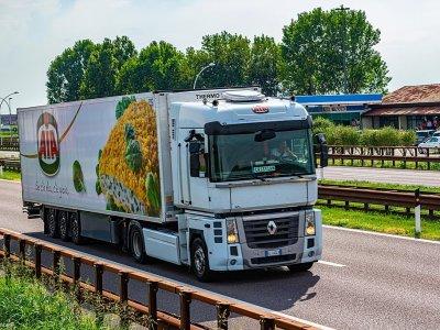 Olaszország felfüggeszti a kamionstopot decemberre – de nem mindenkinek