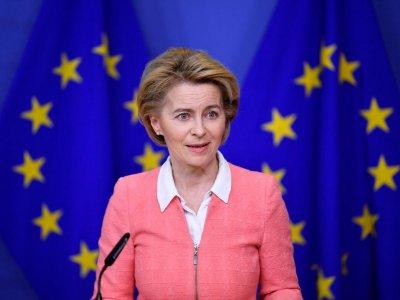Comisia Europeană propune măsuri de urgență pentru a se pregăti pentru un posibil scenariu de Brexit fără acord; iată propunerile privind transportul rutier