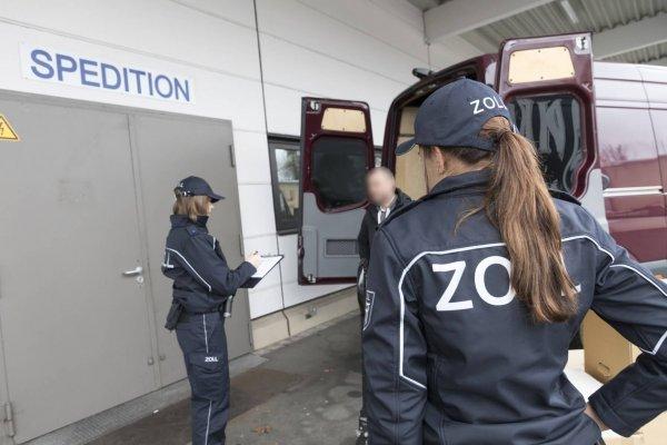 Opt luni închisoare pentru directorul unei Case de Expediții care nu și-a declarat angajații