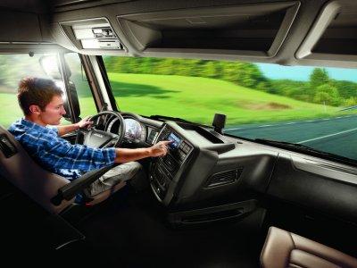 """""""Iveco"""" ir """"Volvo"""" vairuotojo """"padėjėjas"""" naudoja """"Amazon"""" technologiją. Kaip tai padės vairuotojams?"""