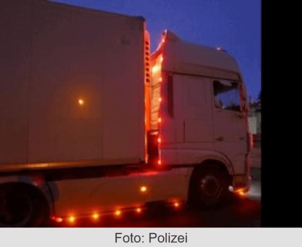 German police cracking down on trucks with Christmas lights