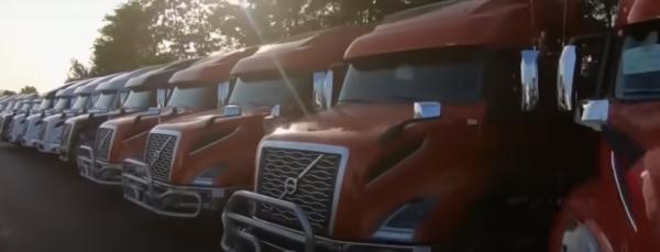 Von einer kleinen Schraube zu einem Riesen-LKW.  So sieht der Herstellungsprozess von Volvo-LKW in d
