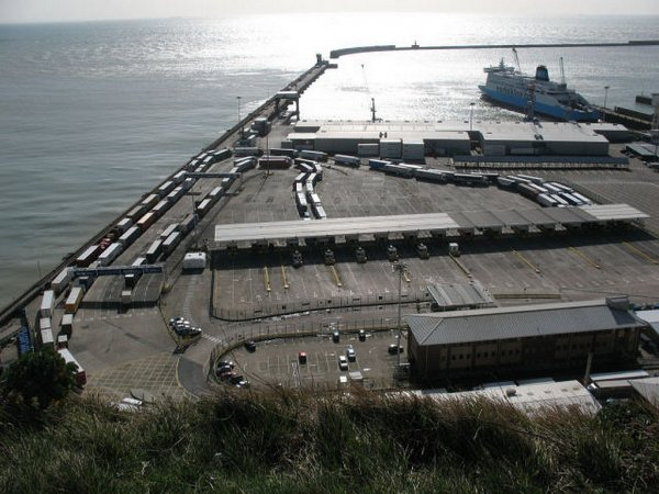 Thousands of truckers stuck in Kent await coronavirus tests [LIVE]