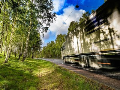 Thousands of Lorry drivers in Sweden offered extended contracts and 5.4% pay rise