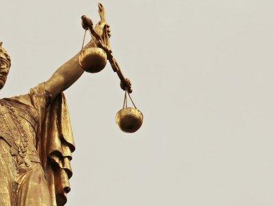 Italien: Strenges Urteil und Gefängnisstrafe für Frachtführer, der seine Fahrer gezwungen hat, Fahrtenschreiber manipulieren