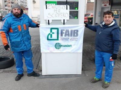 Sztrájk: szerda délutánig bezárták az olaszországi benzinkutak egy részét