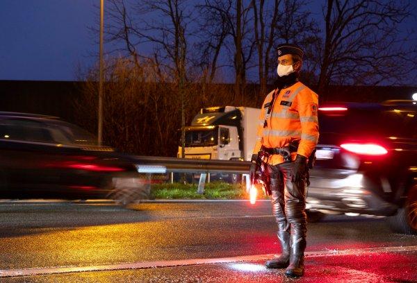 Pierwszy kraj wprowadził rozluźnienia czasu pracy kierowców w związku z chaosem na brytyjskiej grani
