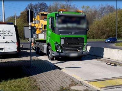 Kierowców i przewoźników nie odstraszają ani kary, ani niebezpieczeństwo. Dlaczego w Polsce jest tyle przeciążonych pojazdów?