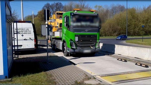 Kierowców i przewoźników nie odstraszają ani kary, ani niebezpieczeństwo. Dlaczego w Polsce jest tyl