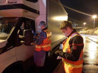 Az Eurotunnel és Calais nyitva tart az ünnepek alatt is; Német- és Franciaország felfüggesztette a kamionstopot