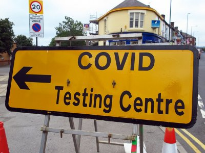 Angliában ragadt kamionosok – a gyors COVID-teszt lesz a megoldás?