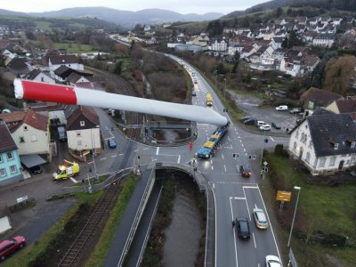 Amazing images show transport of 67-metre-long turbine blade