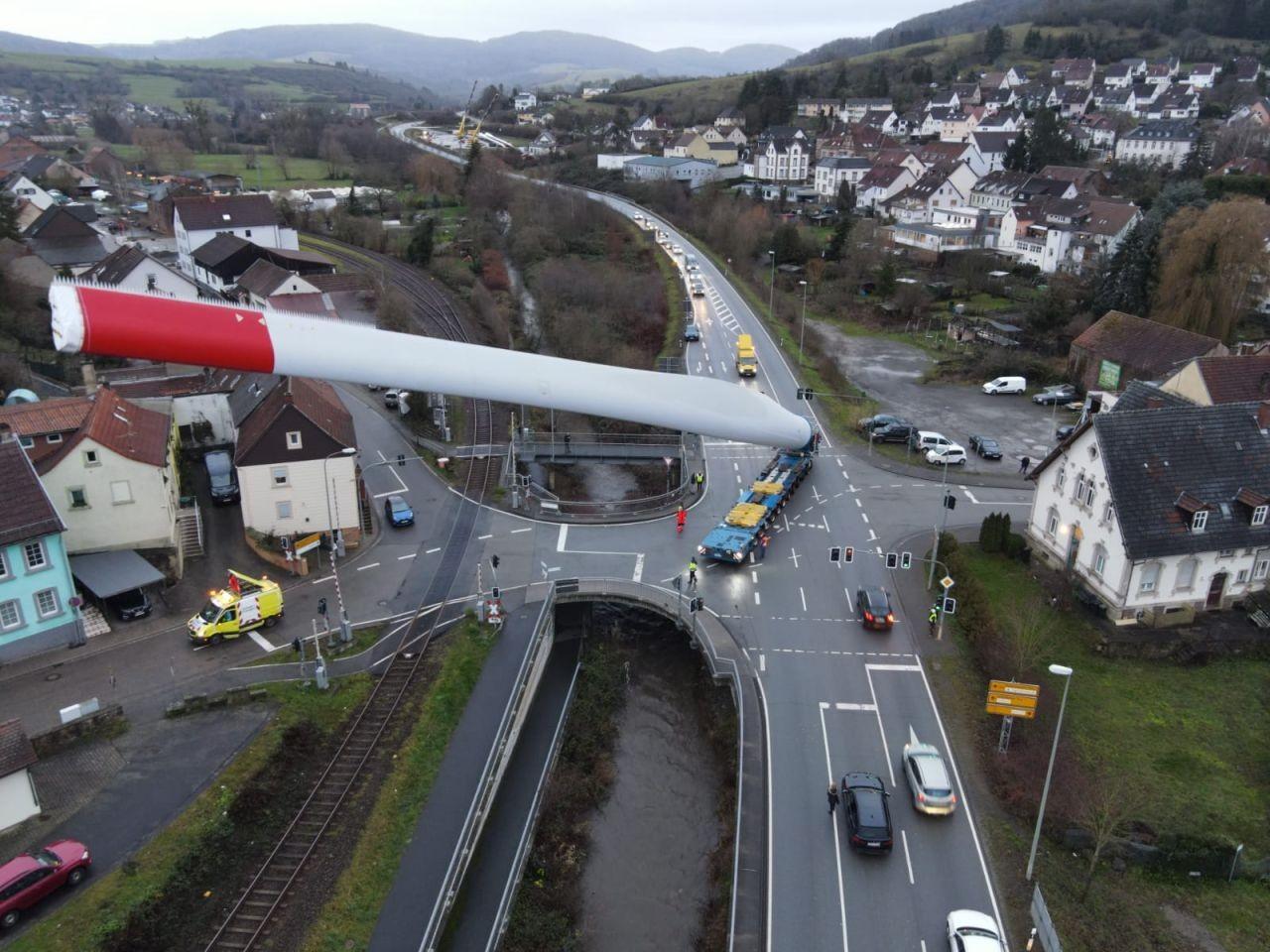 Amazing images show transport of 67-metre-long turbine blade