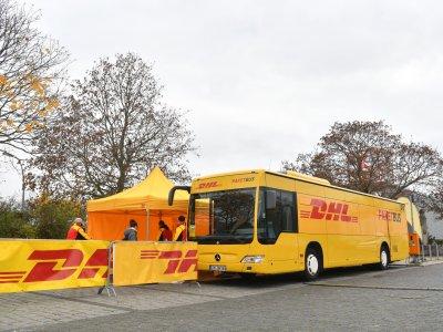 DHL bringt Paketbusse in Berlin und München zum Einsatz