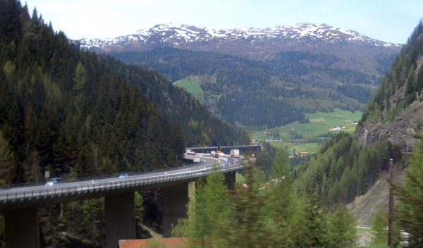 Anger in Italy as Austria introduces Brenner Pass night ban on Italian trucks