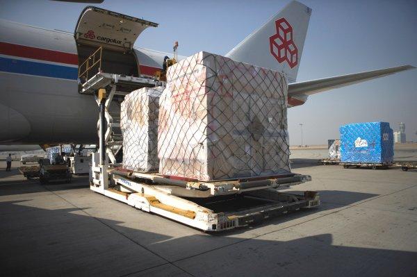 Transport lotniczy cargo podnosi się po pandemii. Wymowne dane