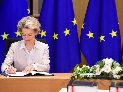 Przedstawiciele Unii podpisali umowę dotyczącą Brexitu. Czas na ruch Wielkiej Brytanii
