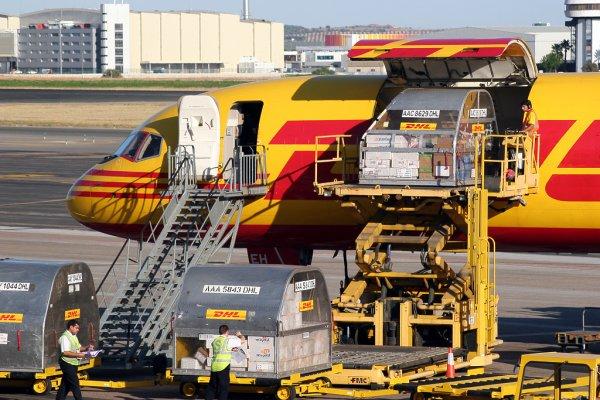 A WHO figyelmeztetése: botrányos árak a légi fuvarozásban