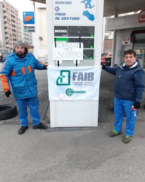 Petrol stations in Italy close over dispute on state funding support