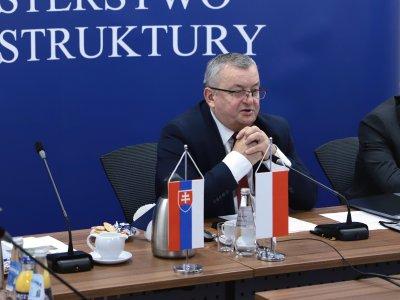Przewoźnicy apelują do ministra Adamczyka. Na szali wzrost kosztów nawet o 100 proc.