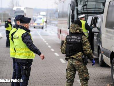 Польша ввела национальный карантин. А что с водителями и 10-дневной изоляцией?