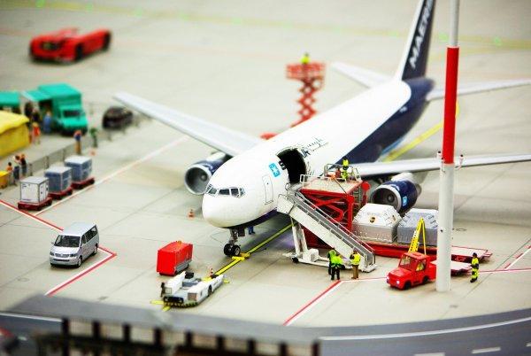 WHO alarmuje: skandaliczne stawki w przewozach lotniczych