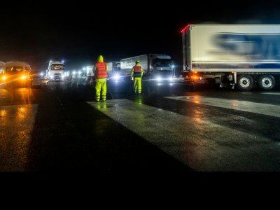 Co druga ciężarówka jadąca do Calais z Wysp jest pusta. Brytyjczycy stracą miliony przez nowe podejście do odpraw celnych?